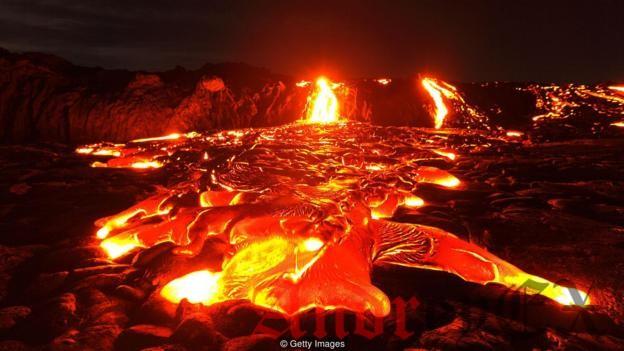Алмазы при ковке в чрезвычайно высоких температурах глубоко под земной корой, может быть освобожденым только в результате вулканической активности