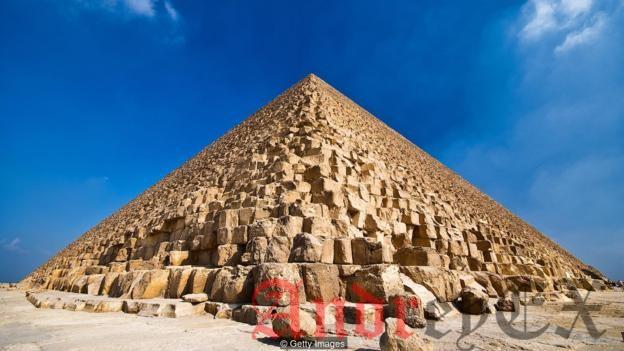 Первоначально Великие пирамиды в Гизе были белыми - это думали ценные наружные облицовочные камни