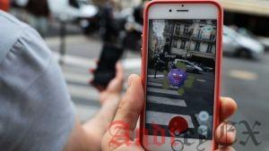 Покемон Go игроки поймать мультипликационных монстров в реальных местах с помощью приложения